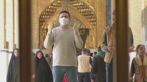 Man i moskén Imam Ali i Najaf, Irak 5.3.2020