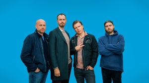 Kuvassa Modernit miehet -sarjan hahmot vasemmalta oikealle: Matti, Tuomas, Jarkko ja Pete.