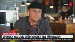 Ulf Wadenström i sin restaurang KW i Karis.