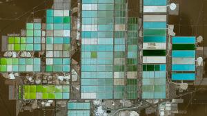 Neliosainen dokumenttisarja kuvaa maapallon luontoa avaruudesta käsin.