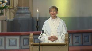 Predikant Helena Rönnberg i Sibbo nya kyrka.