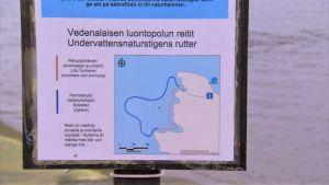 Undervattensleder anvisade på en skylt på Stora Hästö.