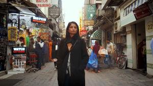 Toimittaja Rajini Vaidyanathan vieraiee Intiassa.