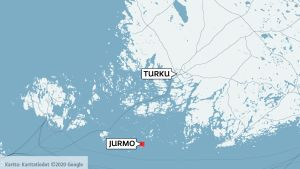 Jurmo sijaistee Saaristomerellä 13 kilometriä Paraisilta koiliseen.