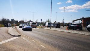 Länsirajan liikennettä Torniossa.