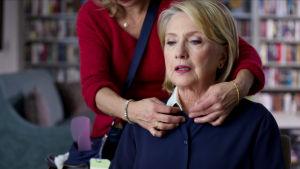 Hillary Clinton förbereds inför en intervju.