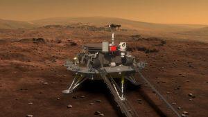 Tianwen-1:n kulkija odottaa rullaamista alas Marsin pinnalle laskeutumisalustansa päällä.