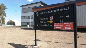 Pandemiavastaanoton kyltti Kajaanissa.