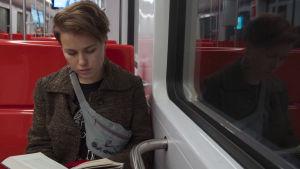 citysamen Anniliina Lassila åker metro