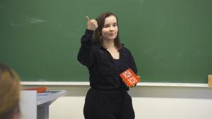 Mira Pohjanrinne berättar om samer i skolklass