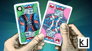Kuvituskuva, jossa käsissä kuningaspelikortit, joista toinen räyhää ja toinen itkee.