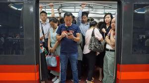 Kuva Pekingin metrosta.
