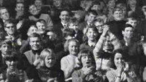 Twistkonsertin yleisöä Linnanmäen Peacock-teatterissa vuonna 1964.