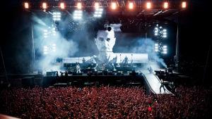 Yleiskuva Depeche Moden keikalta 2018. Kuva konserttidokumentista Spirits of the Forest.