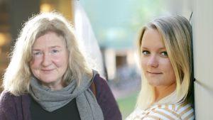 Ett kollage på två kvinnor, en i 20års åldern och en medelålders. Båda har axellångt ljust hår.
