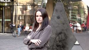 Svetlana Tichanovskaja poserar för foto i samband med en intervju i Vilnius.