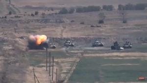 En skärmdump från en video från det armeniska försvarsministeriet sägs visa en azerisk stridsvagn explodera på frontlinjen på söndag morgon.