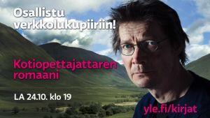 Juha Hurme taustalla englantilaista nummimaisemaa