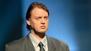 Oopperalaulaja Petteri Salomaa televisio-ohjelmassa Konepajan sielunmessu vuonna 2006.