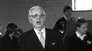 Joulun laulaja Sulo Saarits 1983.