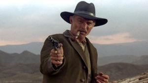 Lee Van Cleef ja revolveri elokuvassa Kosto odottaa