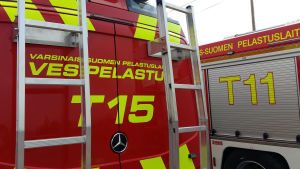 Brandbilar som tillhör Egentliga Finlands räddningsverk.