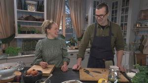 Elin Skagersten-Ström ja Kenny Sundqvist Strömsön keittiössä