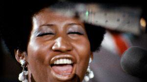 Aretha Franklin laulaa, erikoislähikuva (1972).