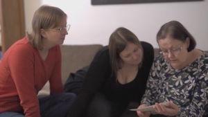 maria, johanna och deras mamma maj-britt