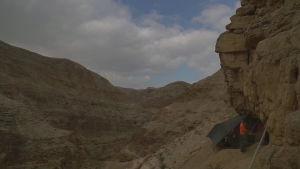 Fragment från Dödahavsrullarna hittades i en grotta på Västbanken. Arkeloger meddelade om fyndet 16.3.2021