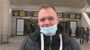 En tysk kille som är lycklig över att ha kunnat resa till Mallorca 21.3.2021