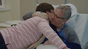 Ismo, 65, on osastolla olkapään tekonivelleikkauksen jälkeen.