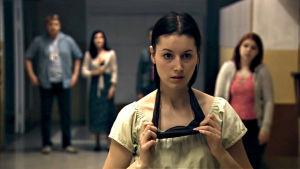 Sarema Kusajev (Elvira Nisametdin) sarjassa Poikkeustila