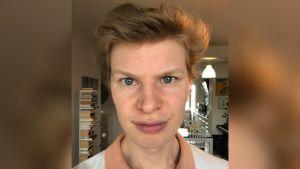 Kapellimestari Eero Lehtimäki selfie-kuvassa.