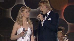 Armi ja Danny esiintyvät (1983).