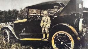 Allan Sihvola ja kaverinsa Leo Wilsman ja auto Ohion Warrenissa 1924.