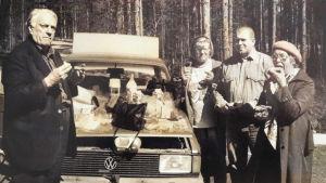 Allan, Heidi ja Isabella Sihvola muuttomatkalla Suomeen toukokuussa 1996.
