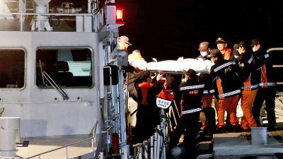 Kroppar bärgas från fartygsvraket i Sydkorea.