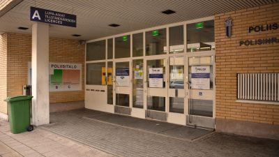 Huvudingången till Åbo polisstation