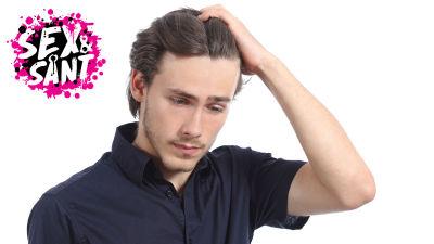 en ung man som ser bekymrat ut ner mot marken