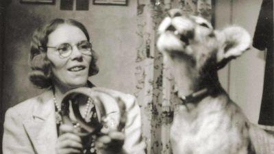Maria Åkerblom med lejon.