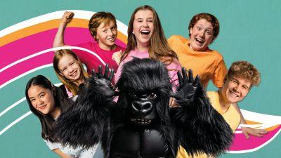 Galaxin juontajat ja gorilla.