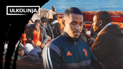 Kuvassa ihmisiä istumassa pelastusveneessä Gran Kanariaa ympäröivässä meressä
