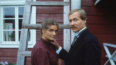 Loviisa (Erja Manto) ja Juhani (Veikko Honkanen) tv-elokuvassa Niskavuoren nuori emäntä
