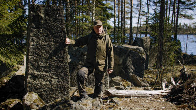 Guiden Jörgen Engroos vid Harparskoglinjen.
