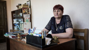 Pentjeva berättar att pengarna inte räcker till att finansiera åldringshemmet.