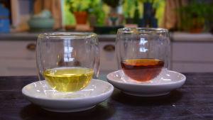 Kaksi lasillista teetä.