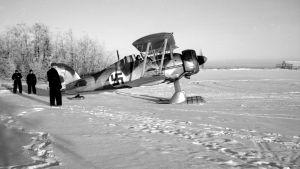 Lentorykmentti 19:n Gloster Gladiator -hävittäjä jäällä Veitsiluodon edustalla talvisodan aikana.