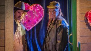 Kuvassa Robin Svartström ja Aarni Kivinen. Ryhmäteatterin näytelmässä Peer Gynt.