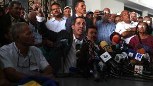 Venezuelas oppositionsledare Juan Gaido på presskonferens i Caracas.